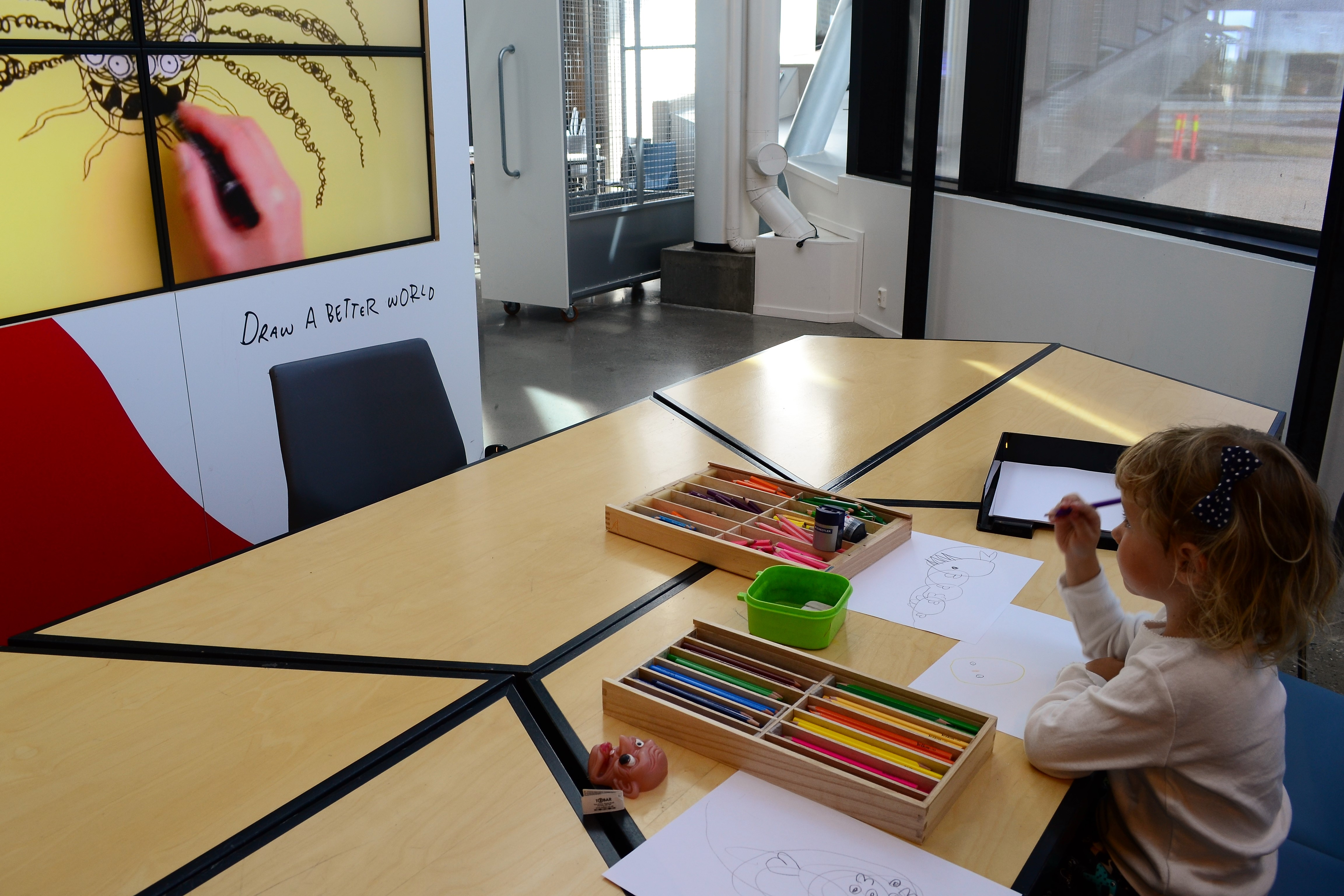 drawing with Øistein in inspiria science centre